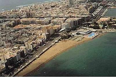 Playa alcaravaneras en las palmas de gran canaria gran for Alquiler pisos alcaravaneras
