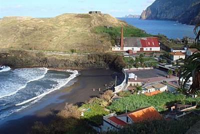 Piscinas do Porto da Cruz beach