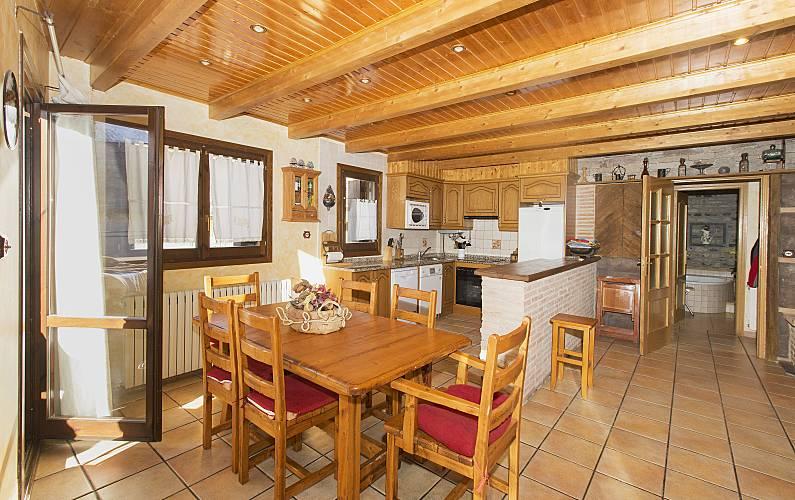 2 Dining-room Huesca Sallent de Gállego House - Dining-room