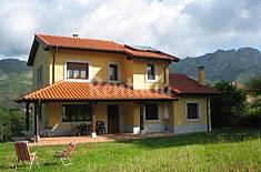 Villa en alquiler a 11 km de la playa Asturias