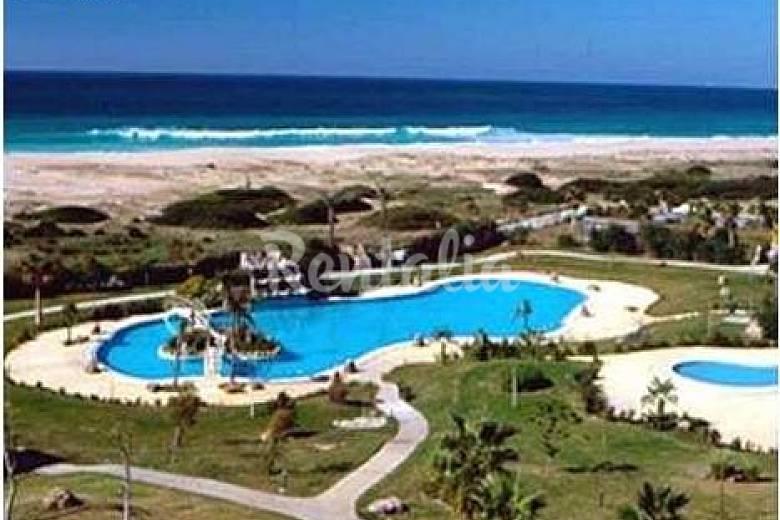 Aptos a 50 m de la playa con piscina y paddel zahara de for Piscina 50 m