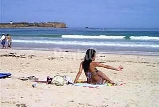 Casa com Escola de Surf a 150 m da praia Leiria