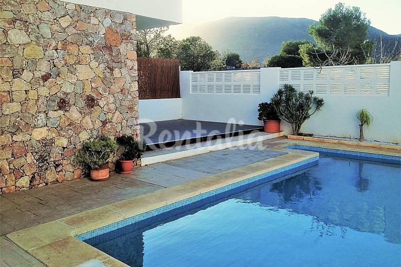 Casa de dise o con piscina de agua salada wifi for Inconvenientes piscinas agua salada