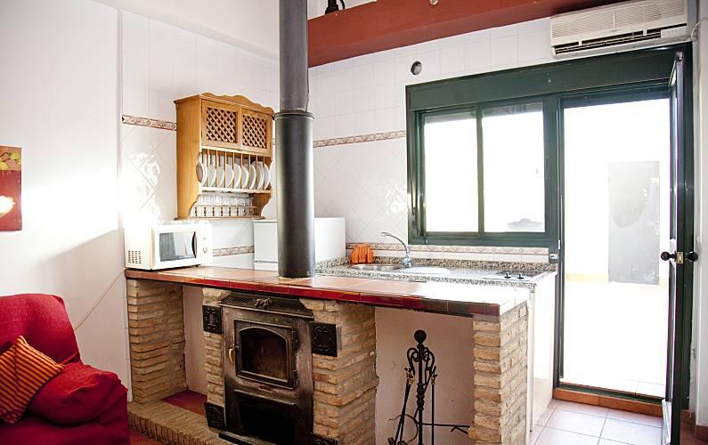 Casa en alquiler en sevilla castilblanco de los arroyos for Alquiler de casas en marinaleda sevilla