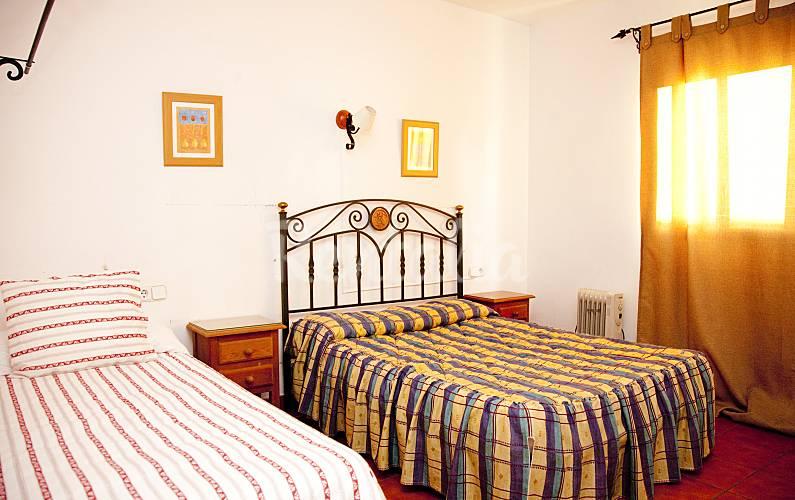 Casa en alquiler en sevilla castilblanco de los arroyos for Alquiler de casas con piscina en sevilla