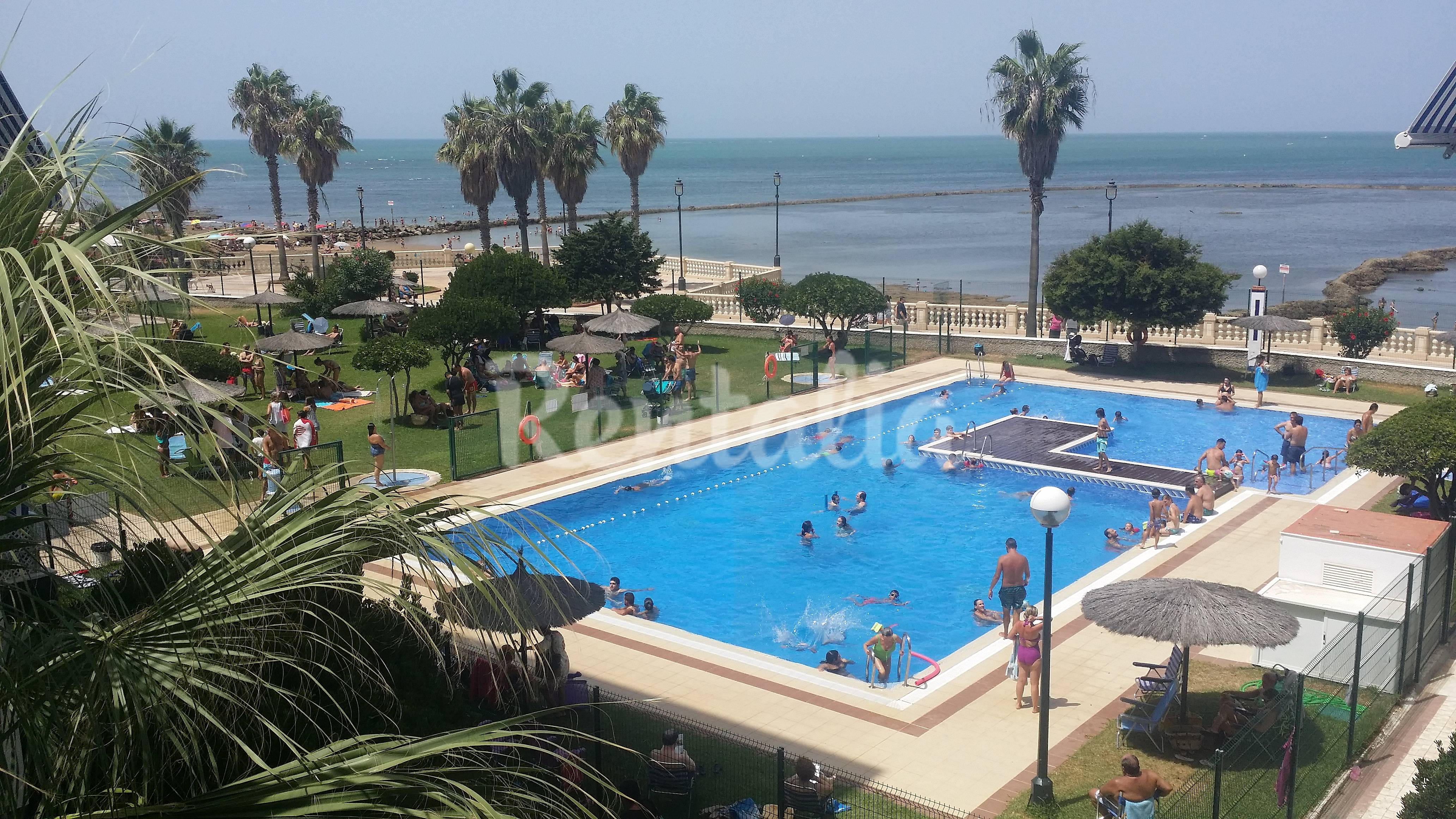Apartamento para 2 3 personas en 1a l nea de playa for Piscina municipal chipiona