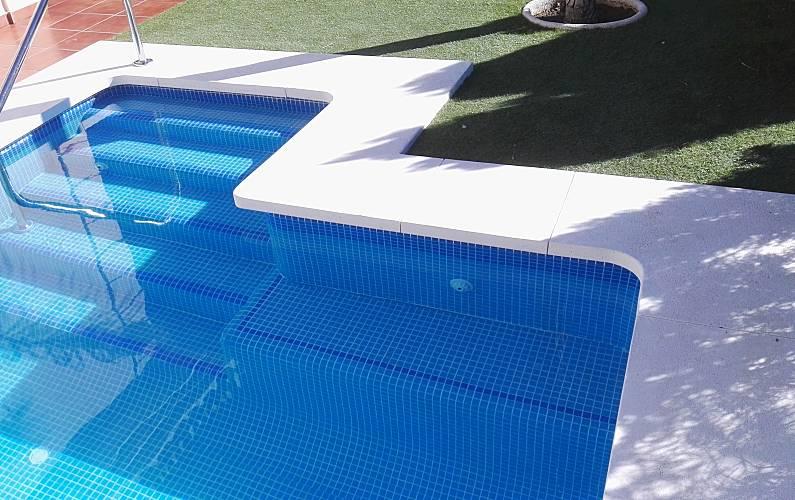 Magn fica villa con piscina climatizada los alamos for Piscina torremolinos