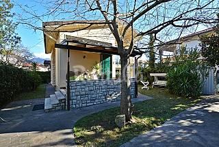 Marina di Pietrasanta. Single villa near the beach Lucca