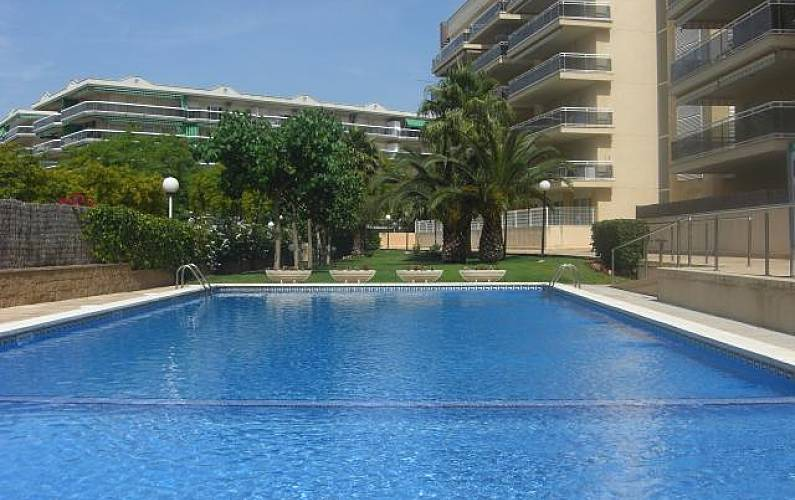 Apartamento a 350 m de la playa 6 personas salou for Apartamentos jardin playa larga tarragona