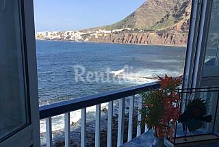 Apartment with 2 bedrooms on the beach front line Tenerife