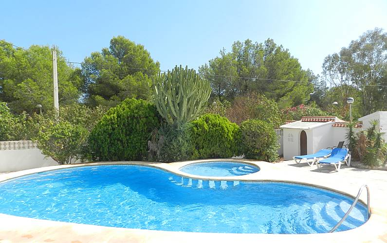Aquarela bonito apartamento con piscina comunitaria for Piscinas calpe