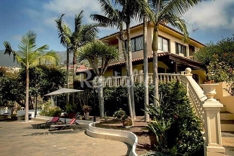 Villa con incre bles vistas y jardines wifi la orotava - Jardines increibles ...