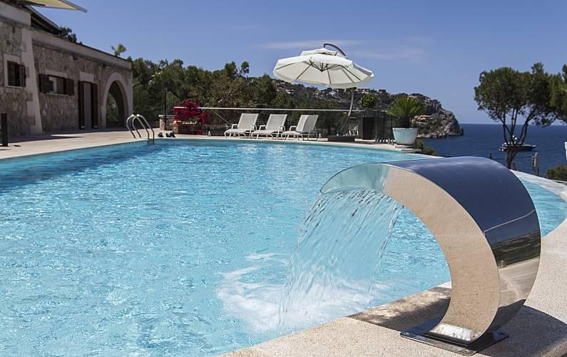 Villa pour 14 15 personnes 200 m de la plage port d for Chauffage piscine russe