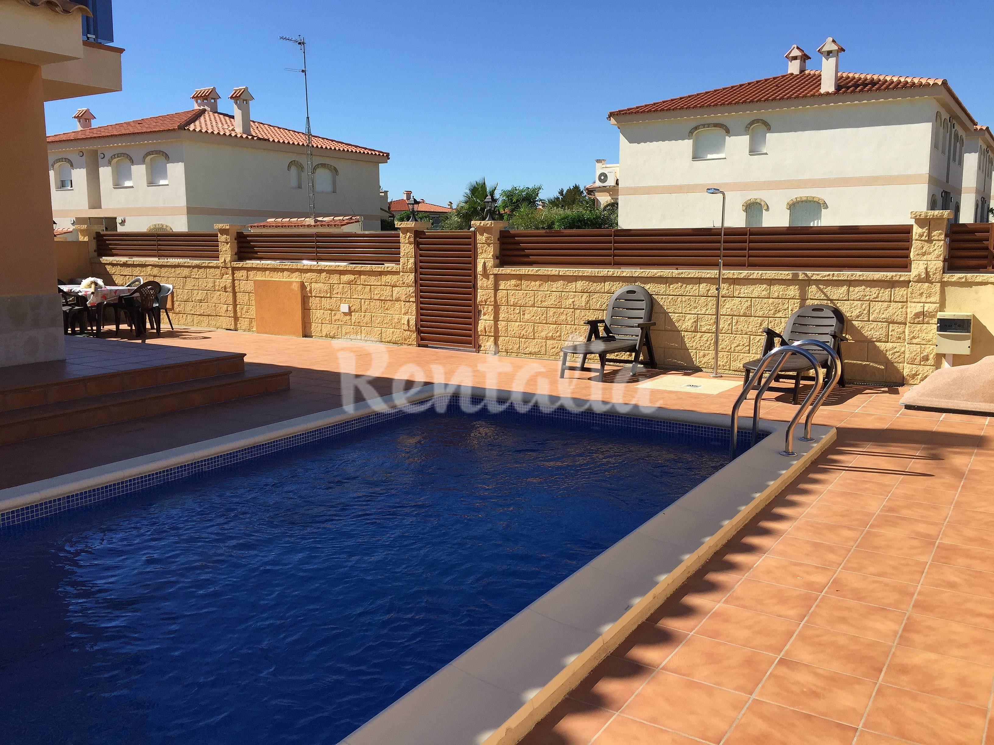 2 adosados juntos con piscina privada miami playa mont for Piscina privada