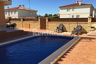 Set of 3 villas with private pool Tarragona