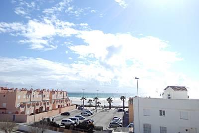 Casa con vistas al mar, a 60 metros de la playa. Cádiz