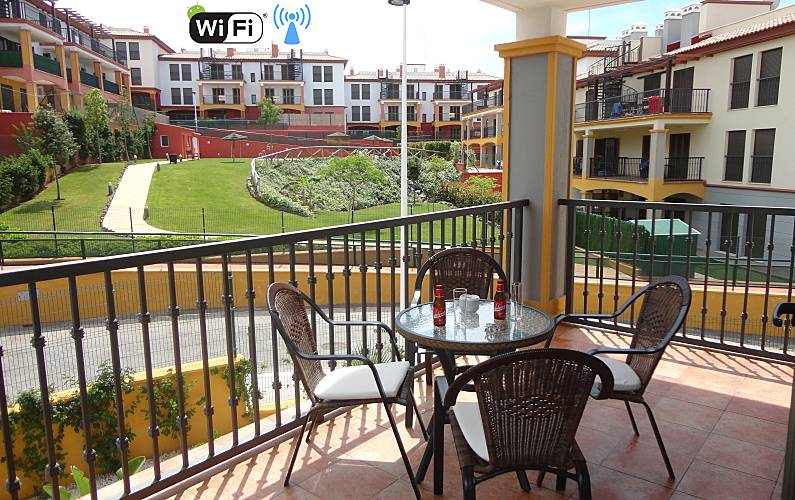 Apartment with 2 bedrooms 10 km from the beach Huelva - Terrace