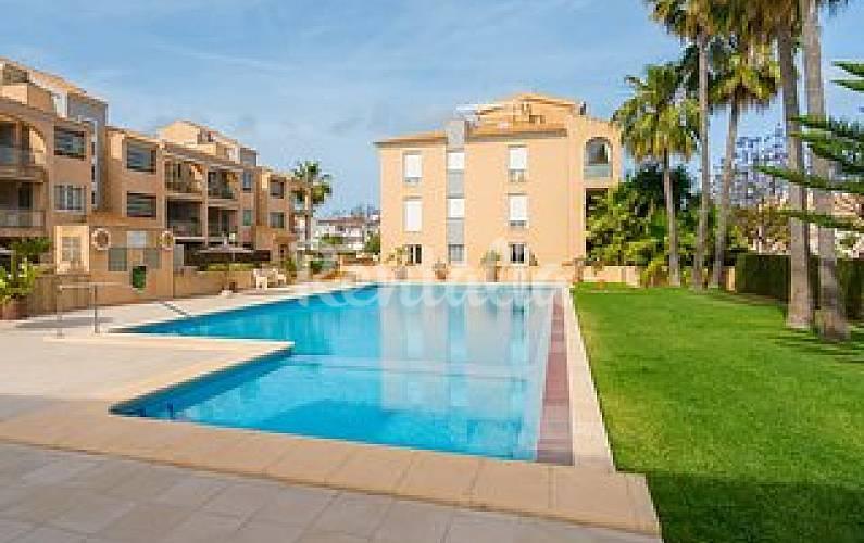 Apartamento con piscina cerca del mar javea xabia for Apartamentos en torre del mar con piscina