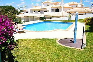 Vila em Albufeira com Piscina e Estacionamento Algarve-Faro