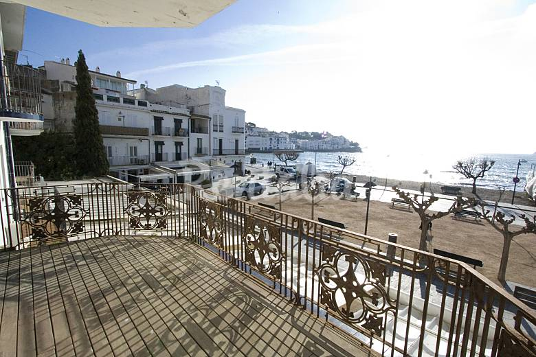 Apartamento en alquiler a 50 m de la playa cadaqu s - Casas rurales cadaques ...