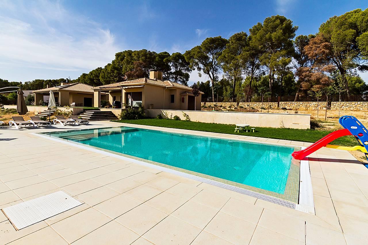 Casa per 6 9 persone con piscina corral de almaguer toledo for Imagenes de piscinas bonitas