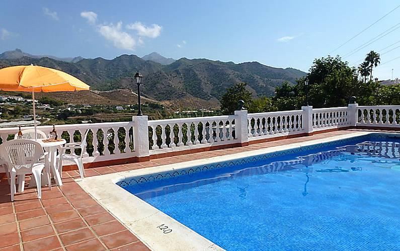 Villa pour 7 personnes avec piscine nerja malaga costa - Piscine pour personne handicapee ...
