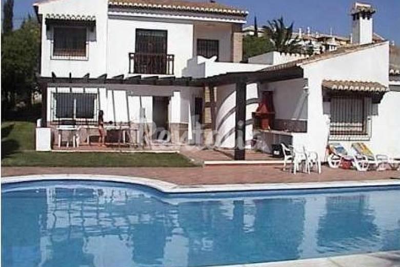 Chalet en urbanizaci n de lujo con piscina privada for Piscina la granada