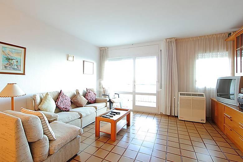 Apartamento en alquiler a 50 m de la playa valldenguli calella barcelona costa del maresme - Apartamentos en alquiler barcelona ...