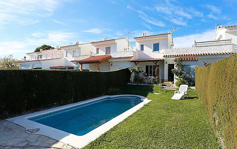 Casa en alquiler a 3 8 km de la playa via marina mont - Alquiler casas vacacionales costa dorada ...