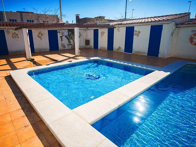 Villa en alquiler con piscina grao castell n de la for Piscinas castellon