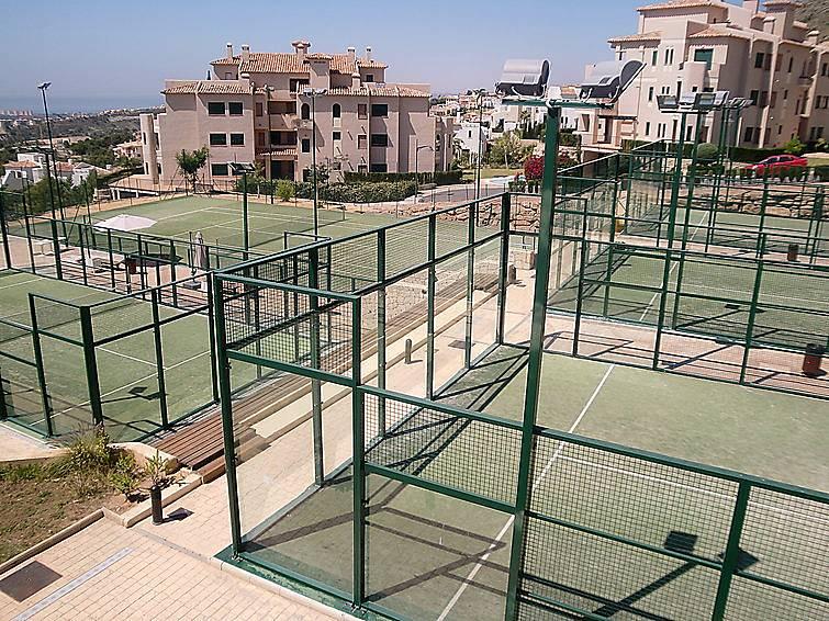 Casa en alquiler a 6 km de la playa golf bahia for Alquiler casas urbanizacion sevilla golf