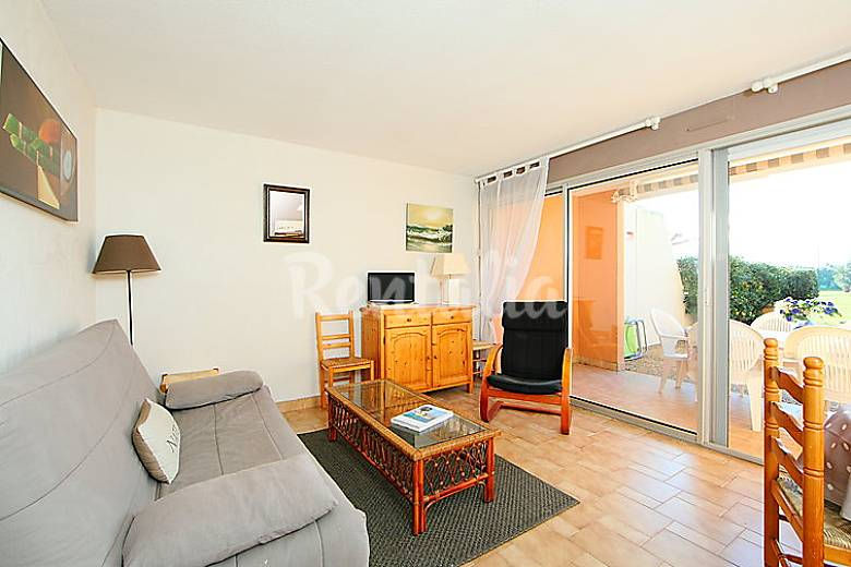 Apartment for 6 people on the beach front line Herault