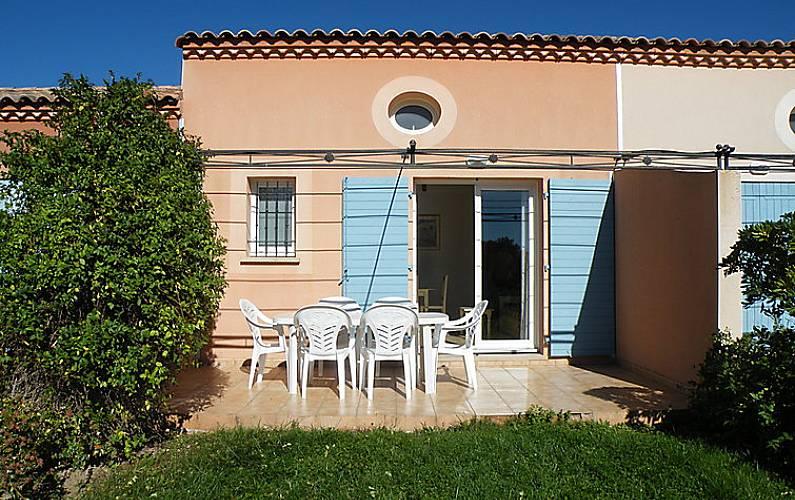 Casa en alquiler con piscina homps aude for Alquiler casas con piscina