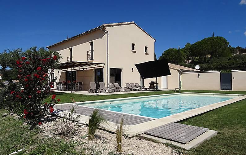Casa per 8 persone con piscina crillon le brave vaucluse for Piani di casa francese in tudor