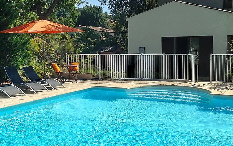 villa en location avec piscine vinon sur verdon var
