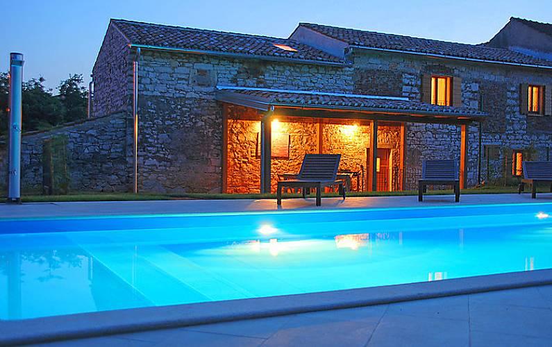 Casa in affitto a 550 m dalla spiaggia krizine umago for Piani di casa francese in tudor