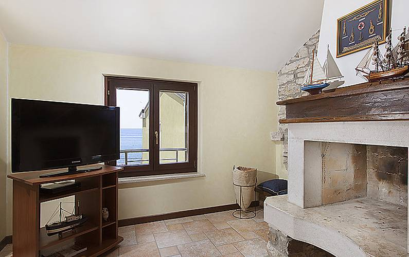 Casa per 4 persone a 50 m dalla spiaggia vabriga for Piani casa cane trotto