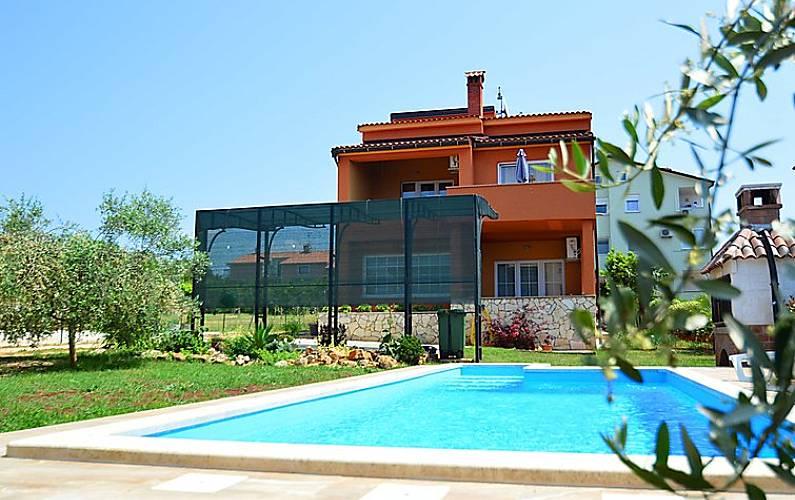 Casa in affitto a 2 5 km dalla spiaggia fiorini for Piani casa sulla spiaggia con portici