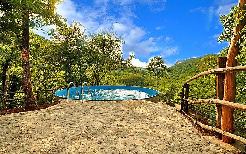 Casa in affitto con piscina kotli pinguente istria for Piani casa cane trotto