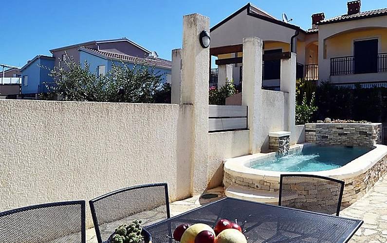 Casa en alquiler con piscina banjole pula istria for Alquiler casa con piscina
