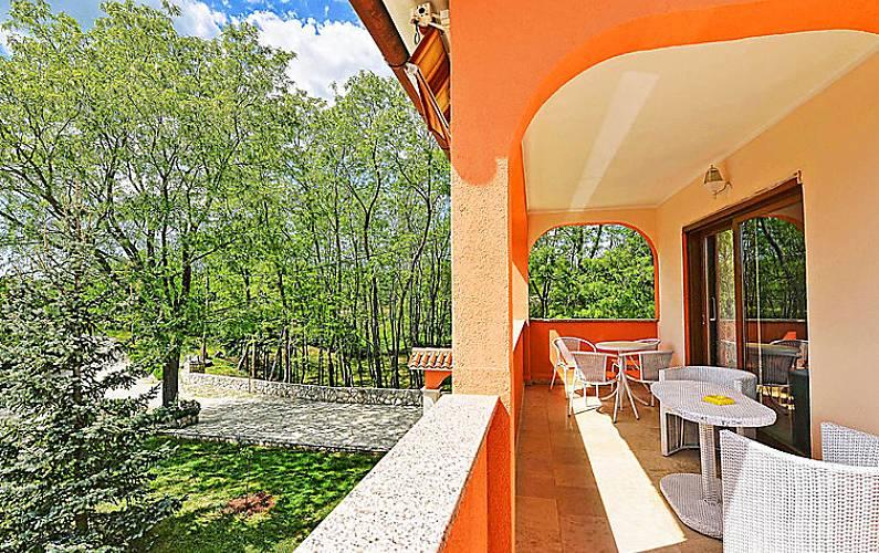 Casa in affitto a 7 km dalla spiaggia strmac sveta for Piani di casa francese in tudor