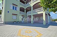 Apartamento para 2 personas en 1a línea de playa Zadar