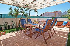 Apartment for rent only 250 meters from the beach Šibenik-Knin