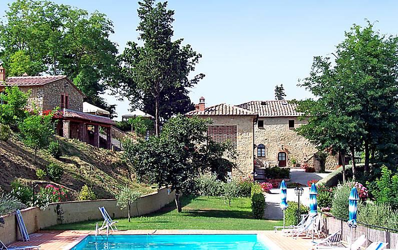 Appartamento per 4 persone con piscina san cipriano for Casa volterra