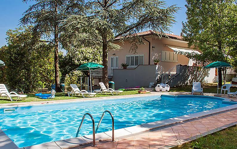 Casa en alquiler con piscina santa luce pisa colinas for Casas con piscina alquiler