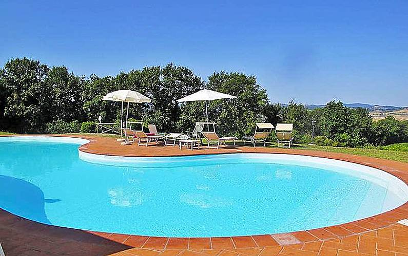 Maison pour 4 personnes avec piscine sensano - Piscine pour personne handicapee ...
