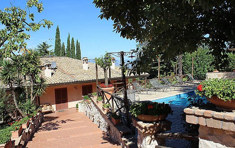 Vivenda para alugar com piscina mazzini monte compatri - Piscina castelli romani ...