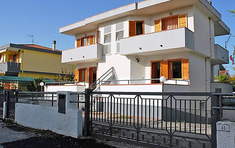 Casa per 6 persone a 450 m dalla spiaggia licinella for Piani casa cane trotto
