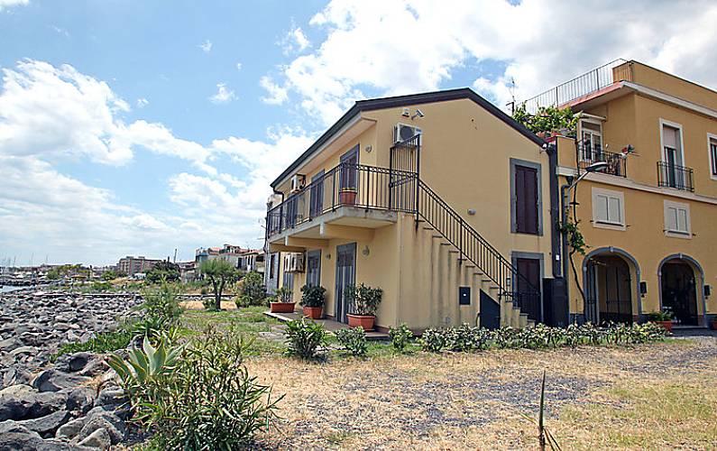 Appartamento in affitto in prima linea di spiaggia for Piani casa cane trotto
