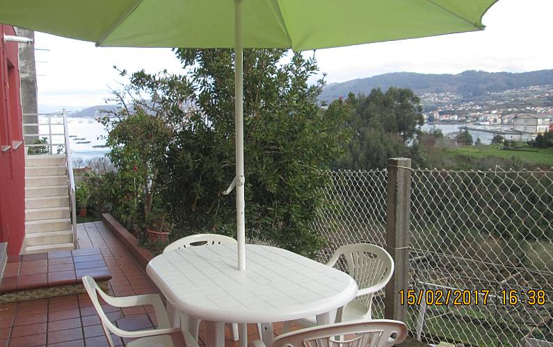 Apartment with 2 bedrooms only 300 meters from the beach Pontevedra - Terrace
